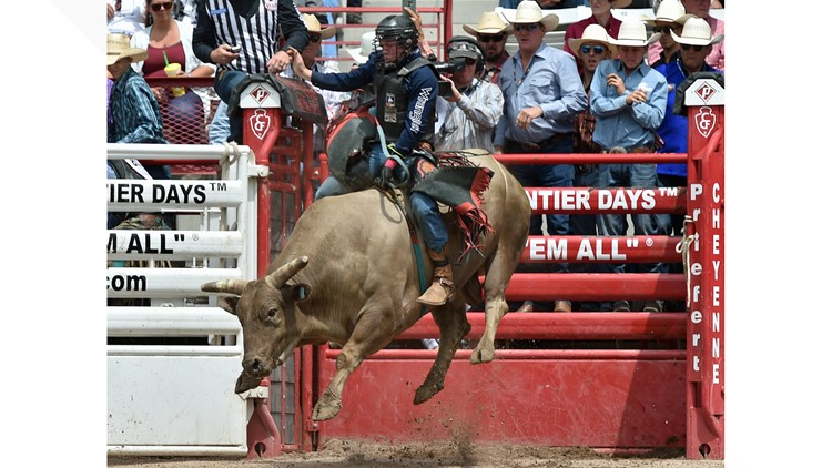 Bull rider killed, two other Pendleton Round-Up contestants seriously hurt in I-84 crash