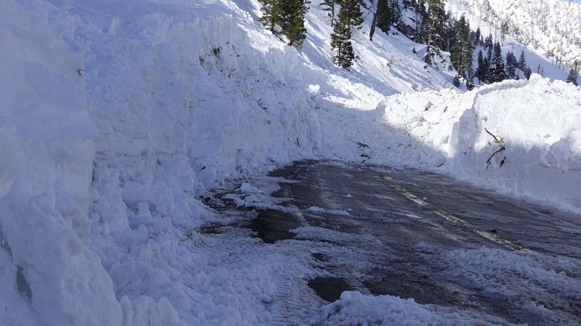 Massive avalanche blocking Idaho 21 between Lowman and Stanley