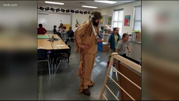 Hidden Springs Elementary 'mountain man' helps bring lessons to life
