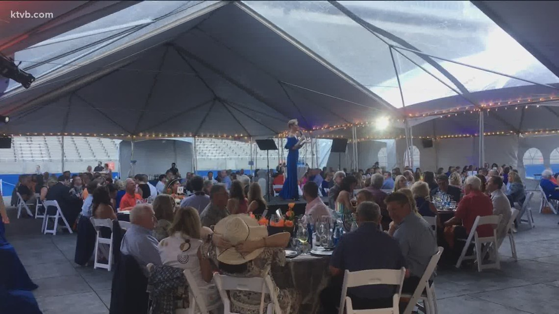 Boise State holds its auction gala on the blue turf