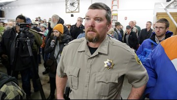 Oregon sheriff known for standoff to resign over funds