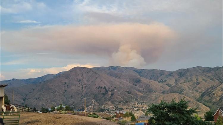 Fire crews battle brush fire north of Arrowrock Dam