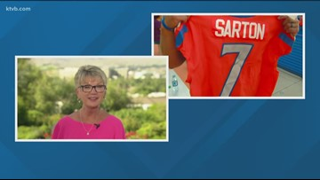 Boise State head football coach Bryan Harsin honors Dee with a Bronco jersey