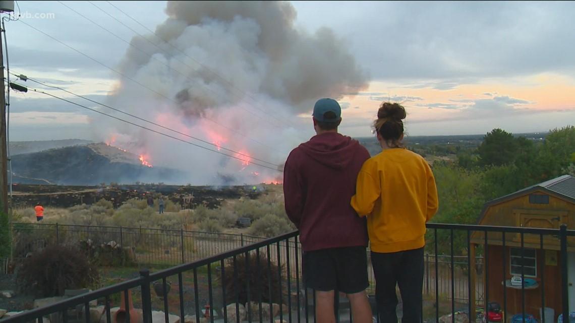 Firefighters battle grass fire in Boise foothills