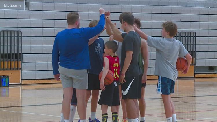 Pennington, Pangos hold youth hoops camp