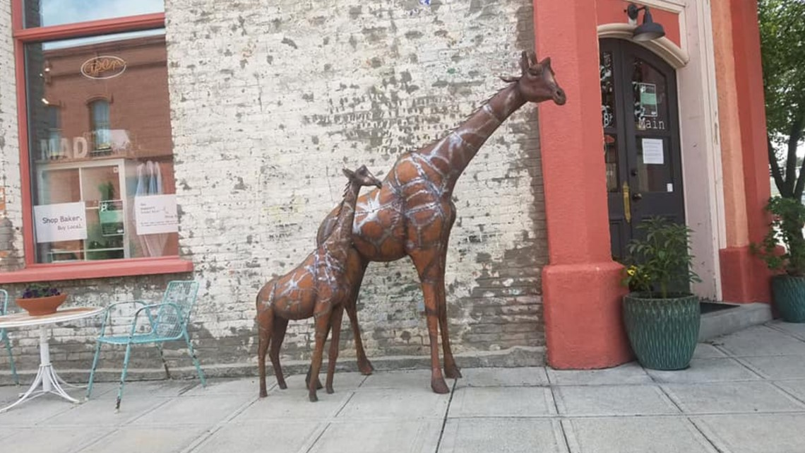 Have you seen this statue? Baker City police seeking giraffe-napper