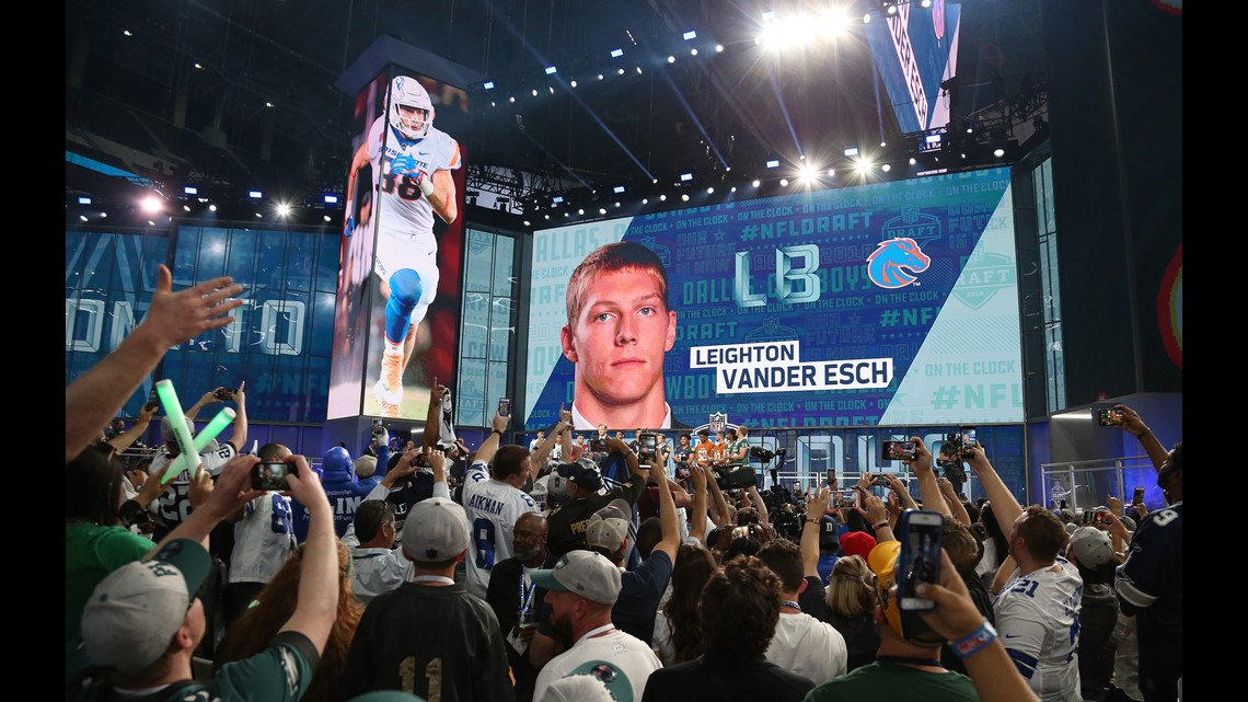 ... USA  Dallas Cowboys fans chher for Leighton Vander esch as he is  selected as the number nineteen overall pick to the Dallas Cowboys in the first  round ... d4ae29e3a
