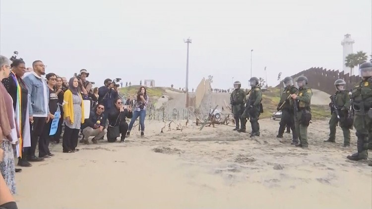 Boise faith leaders take part in peaceful protest at border