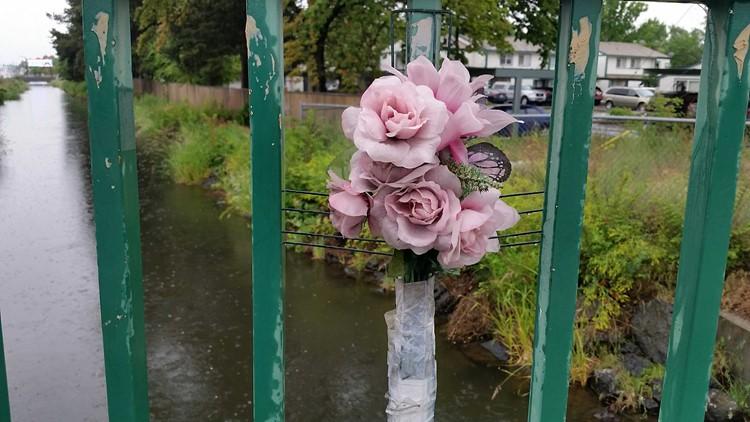 Photo gallery: Flowers for Ruya Kadir