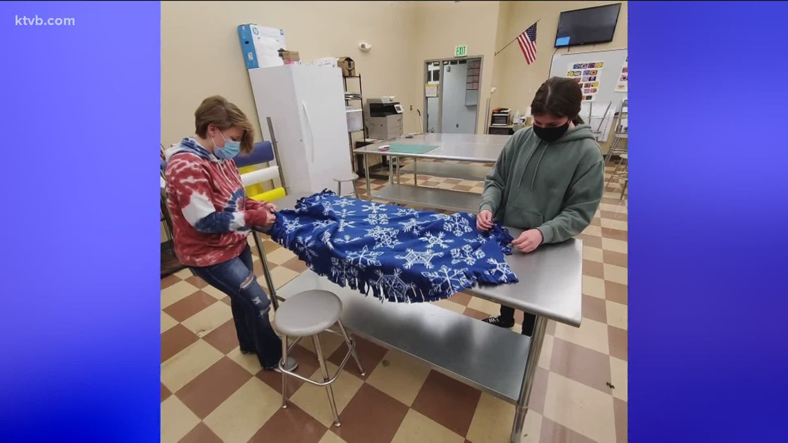 7's Hero: Nampa High School senior organizes blanket project for area care facilities