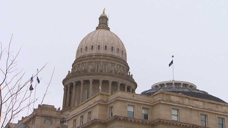 Commission votes to end lawmakers' special pension perk