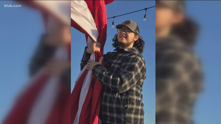 An act of kindness: Kuna student gets new flag for restaurant