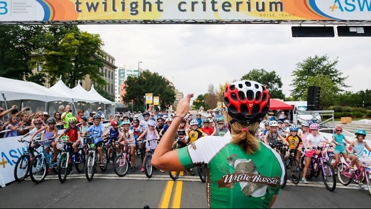 Olympic gold medalist Kristin Armstrong talks to kids before the start of the Kids' Ride at the 2017 Twilight Criterium. (Photo: Downtown Boise Association)