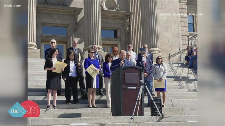Republicans opposed to vaccine mandates gather at the Idaho Statehouse