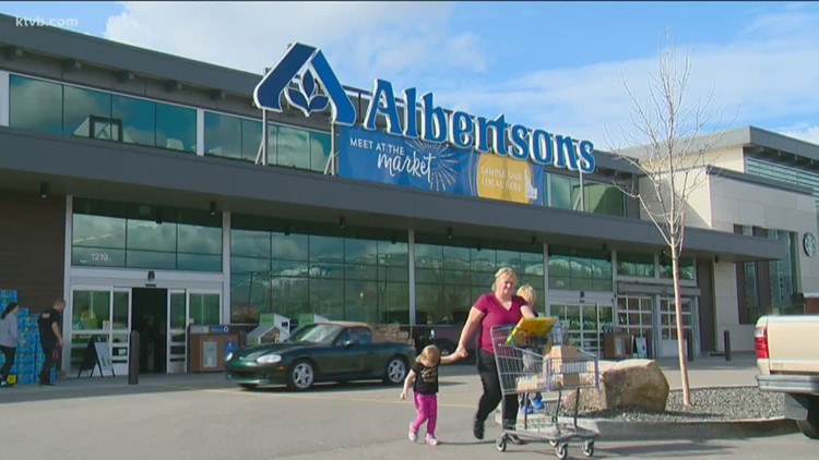 Albertsons extending pharmacy hours, offering grocery discounts to encourage COVID-19 vaccinations
