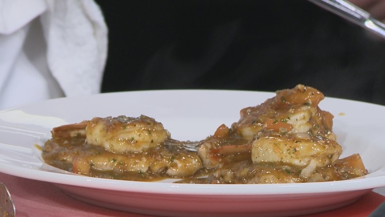 Recipe for flavorful pork and prawns with tomato and pesto sauce