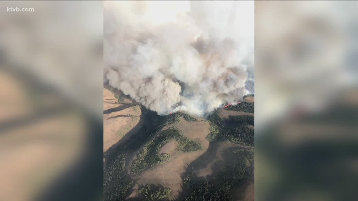 Winds pick up on Badger Fire, force residents to evacuate their homes