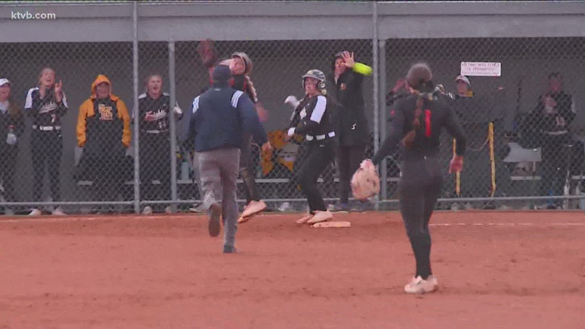 Bishop Kelly picks up win against Ridgevue in 4A state softball championship