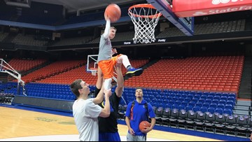 Young Boise State basketball fan gets the chance to shoot hoops with his hero