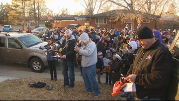 Hundreds give surprise gift of song to Colorado woman with cancer